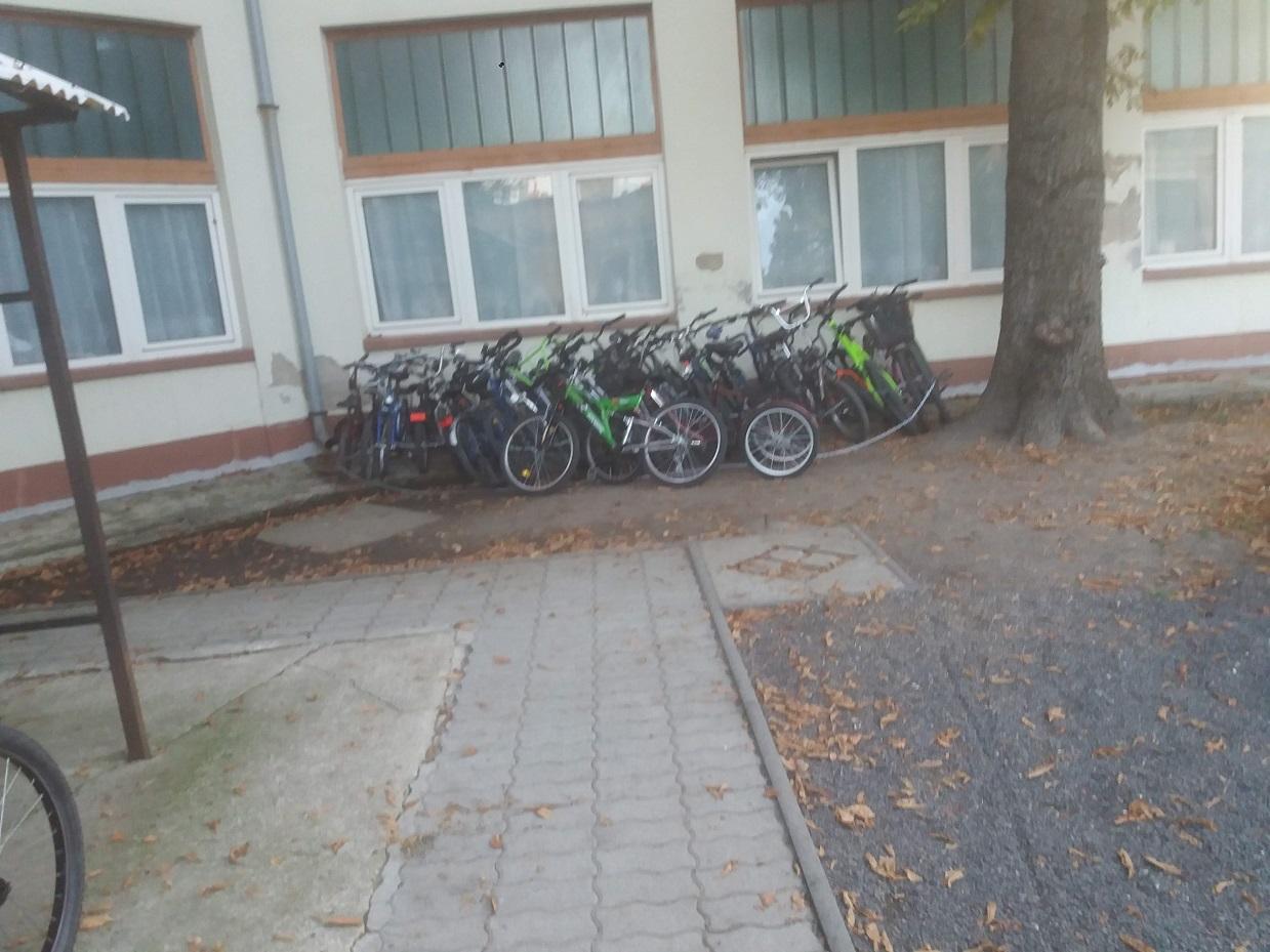 Kisújszállás (pihennek a kerékpárok? bűnmegelőzés?)